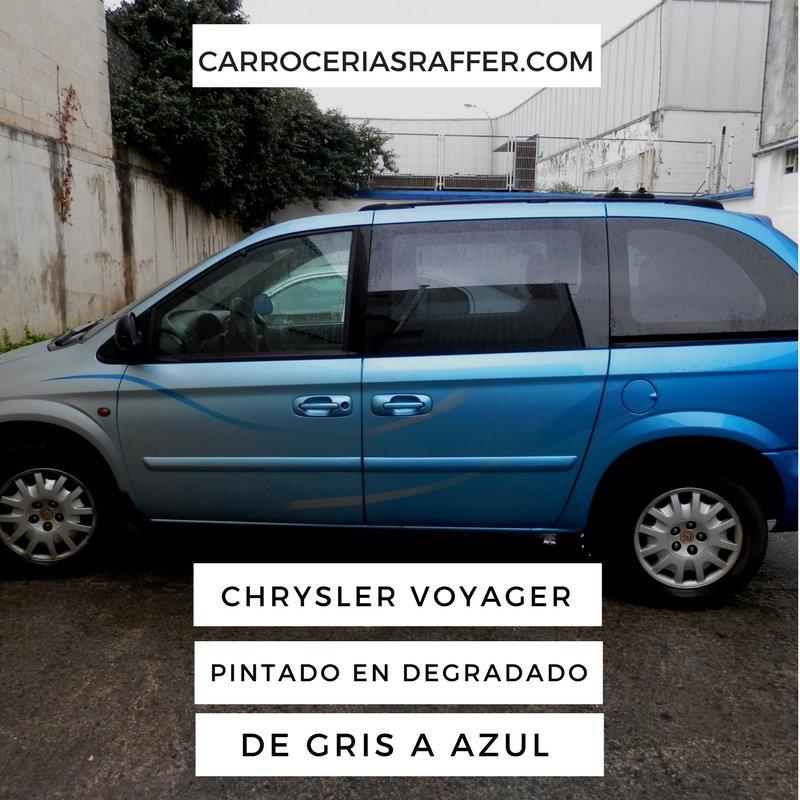 Chrysler Voyager pintado en degradado de gris a azul