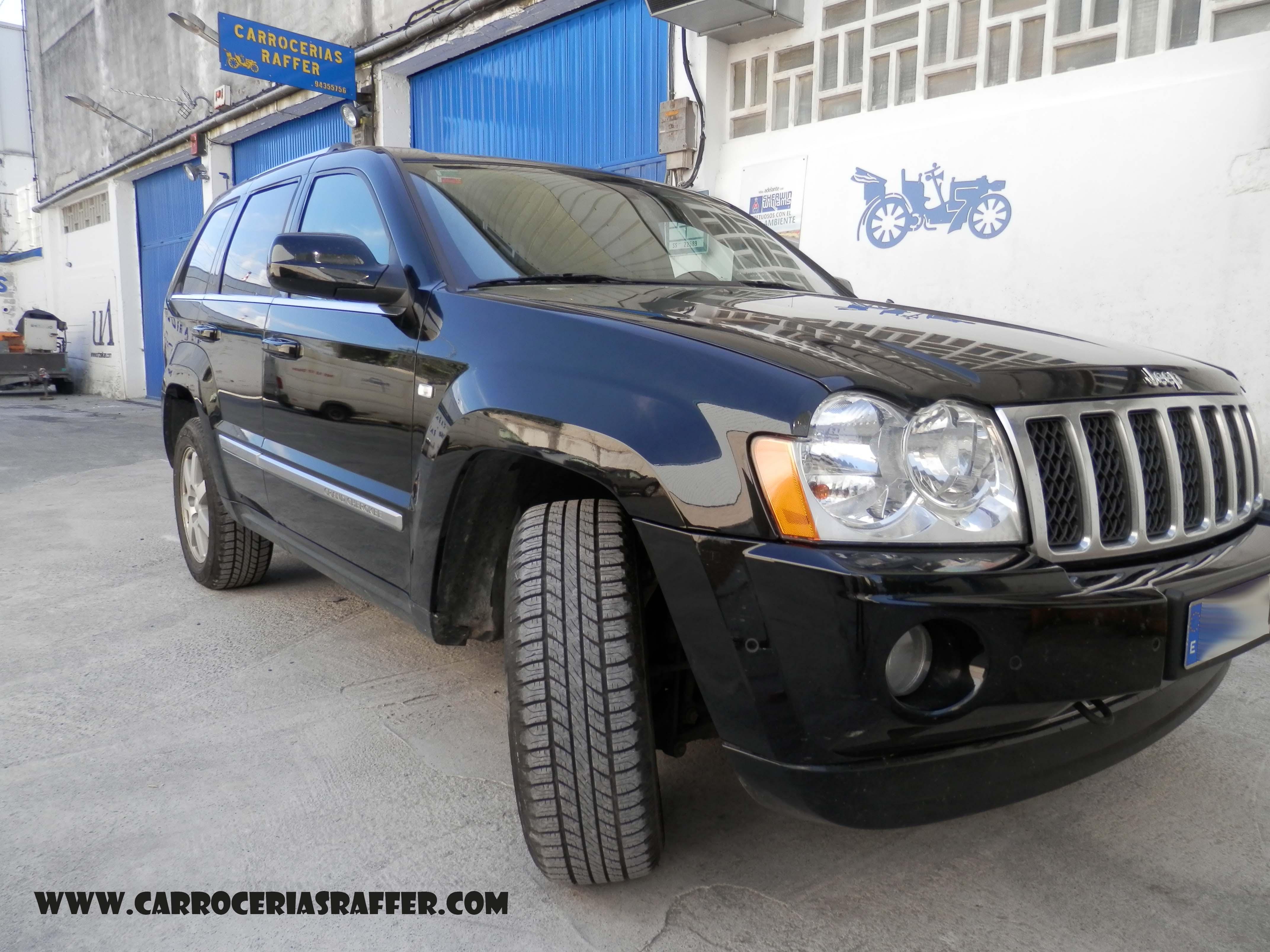 Jeep Grand Cherokee al que le pintamos el lateral casi completo.