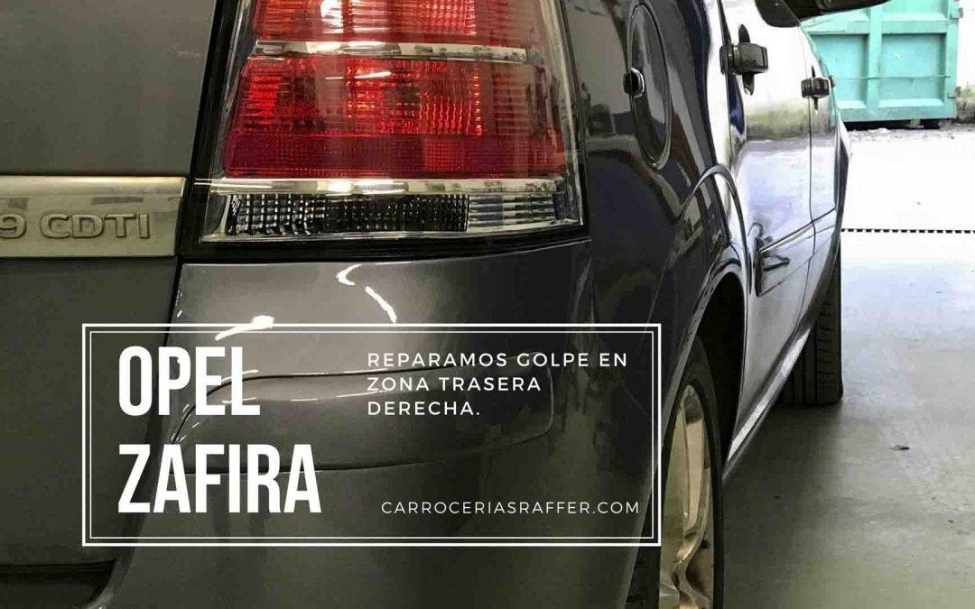 Opel Zafira | Reparar golpe de chapa en aleta trasera